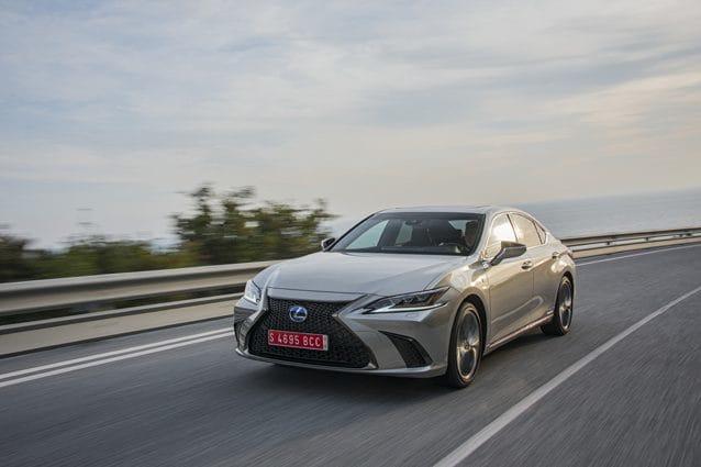 Il sistema di rilevamento notturno dei pedoni della Lexus ES Hybrid
